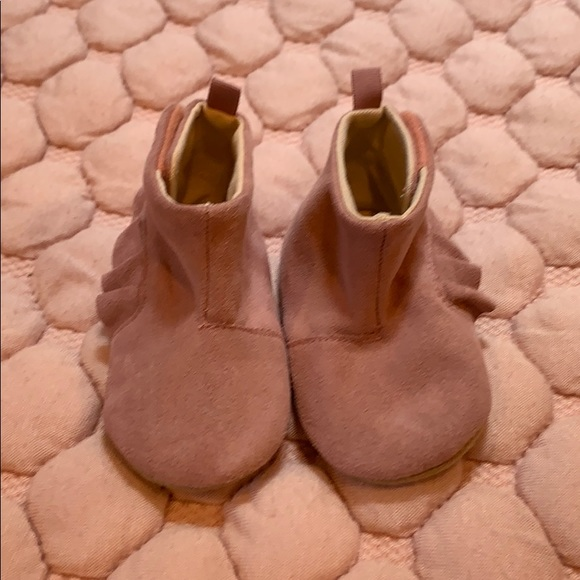GAP Other - EUC baby gap sueded bootie 6-12 mo